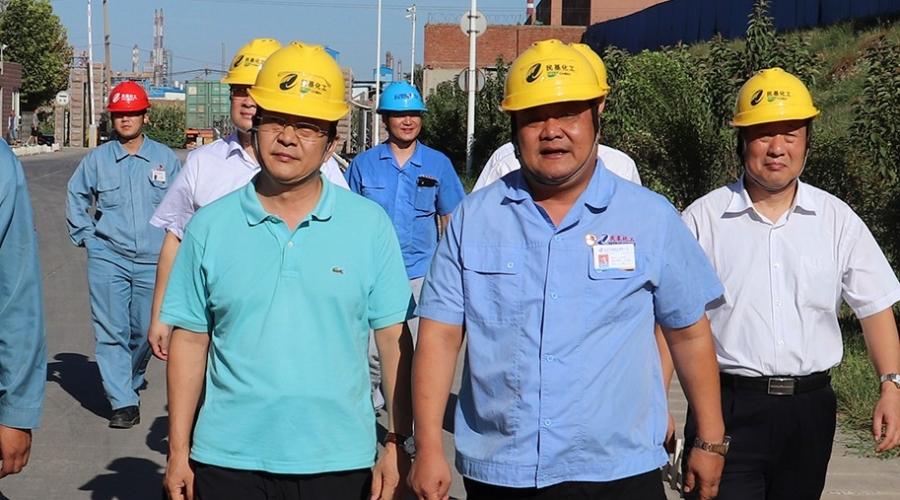齐商银行党委委员、副行长王强一行来公司调研